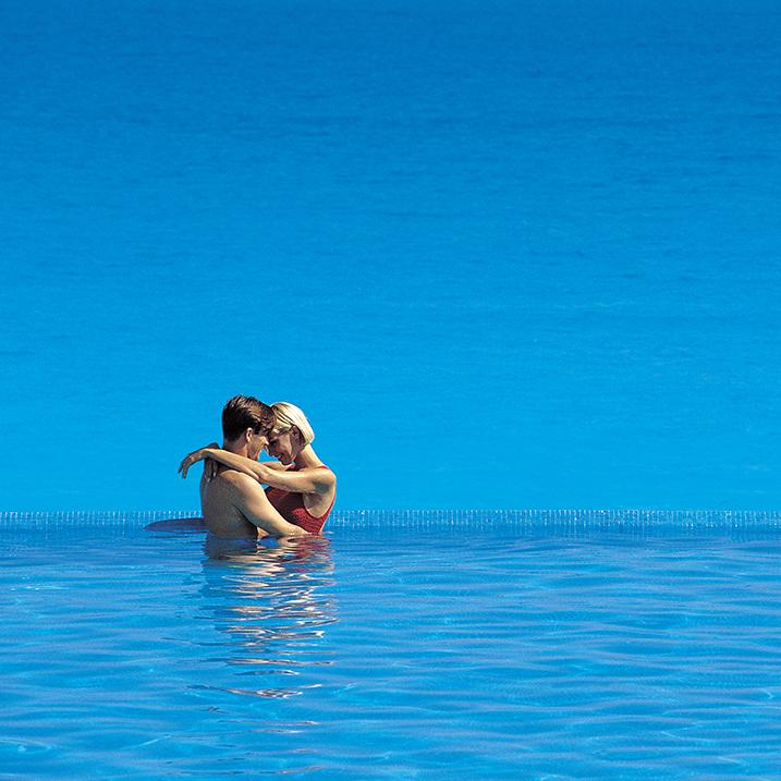 couple hugging in an infinisty pool