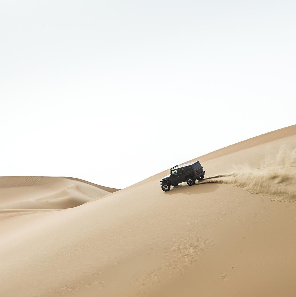 Driving through the sand dunes with Abu Dhabi vacation packages