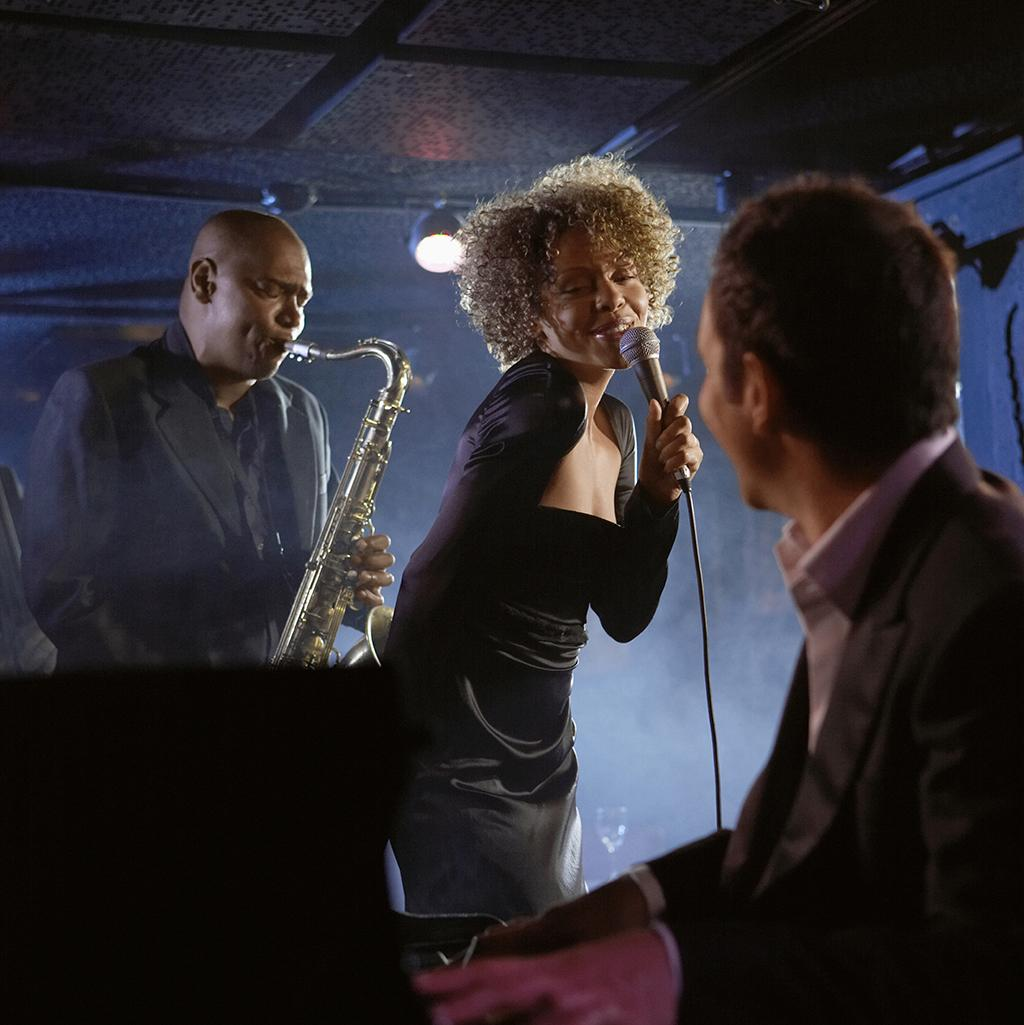 Singer in Chicago at a famous jazz club