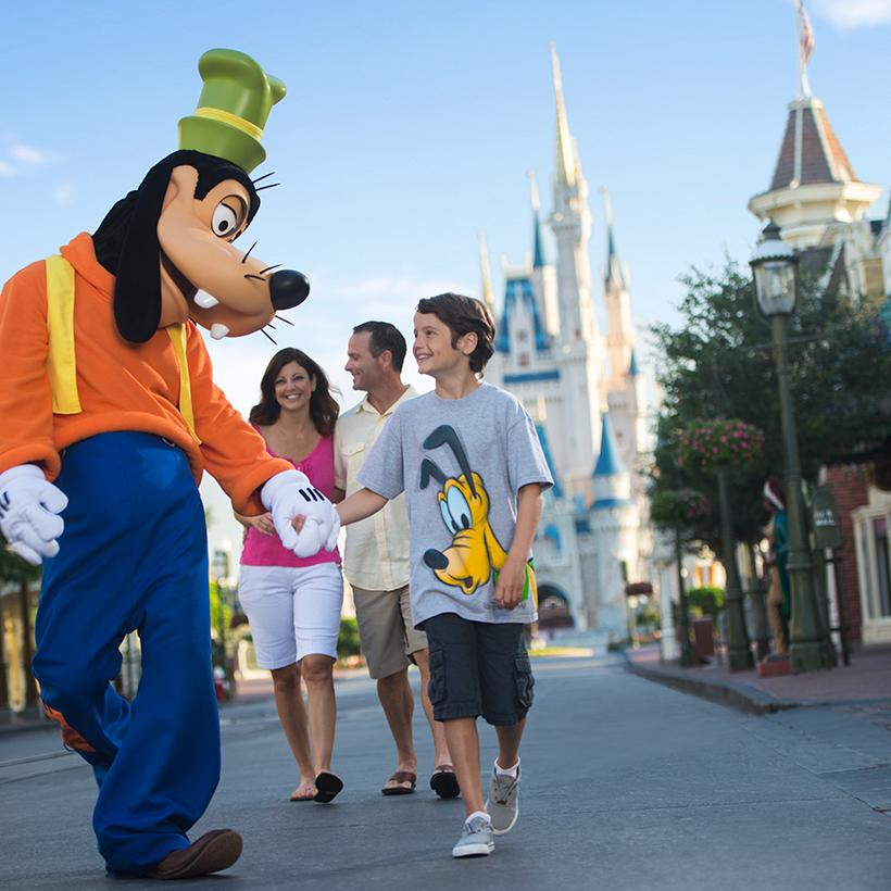 Relax with the whole family and Disney characters at Disneyland's resorts and hotels