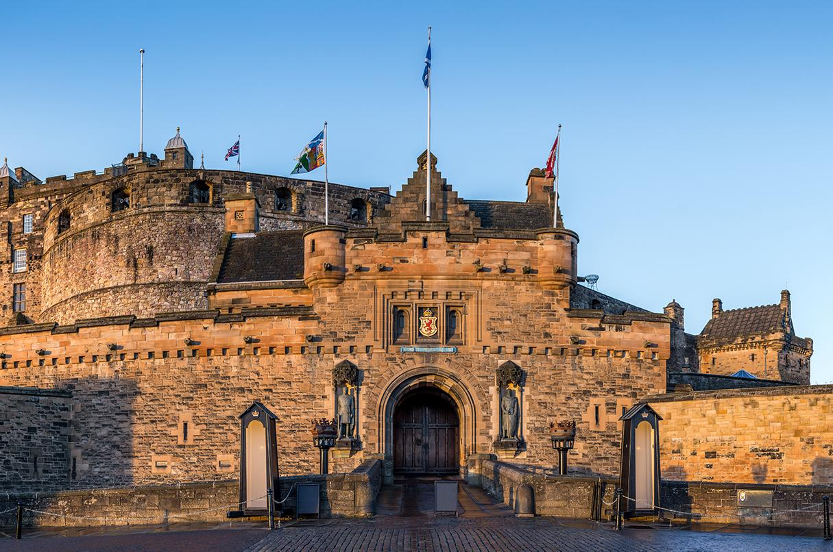 Visit the Edinburgh Castle front gates