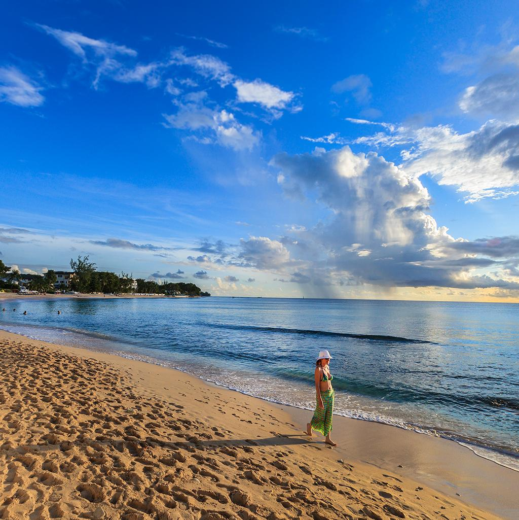 Stroll beautiful beaches with Grenada vacation packages