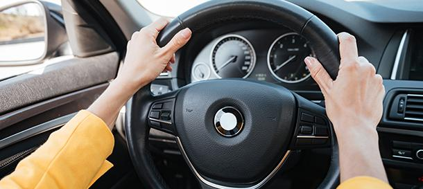 Cleaning the steering wheel of a car