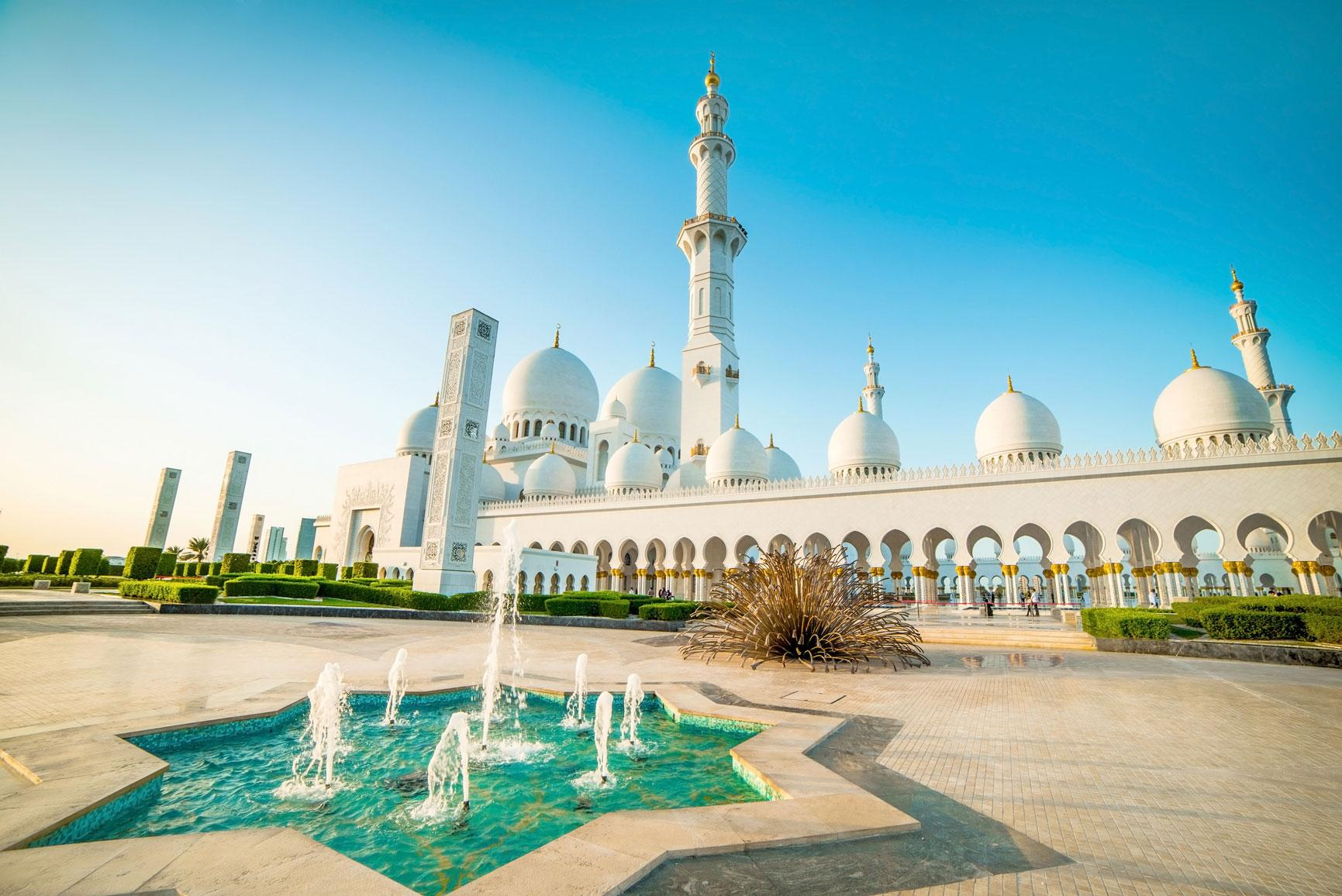 Experience monuments like the Sheik Zayed Grand Mosque with Middle East vacation packages