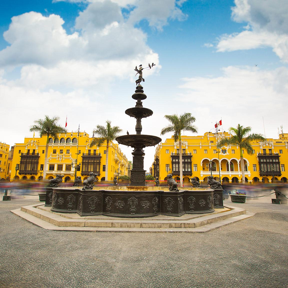 Tour through traditional streets with Lima's tours