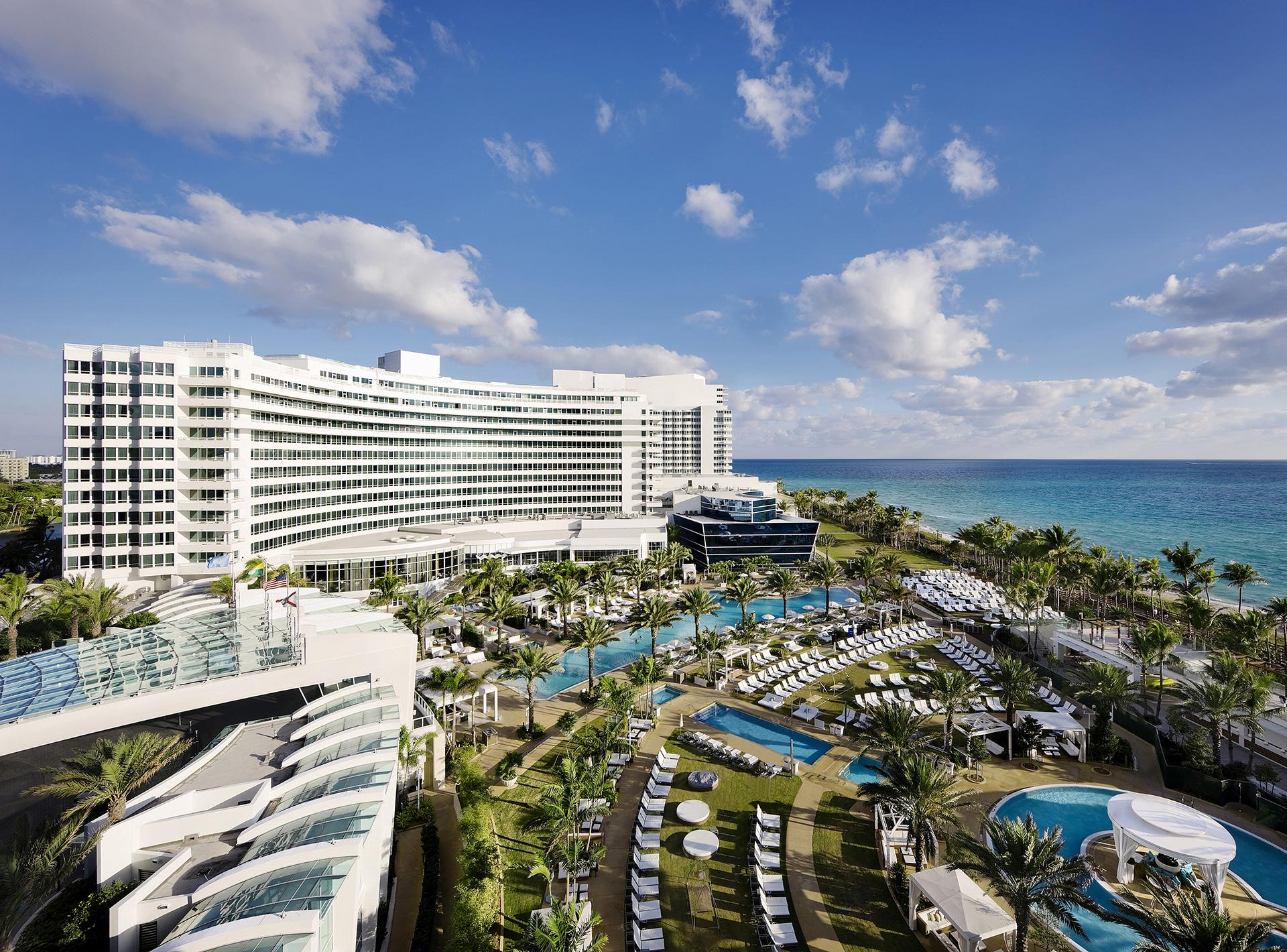 Stand in Spotlight at Fontainebleau Miami Beach