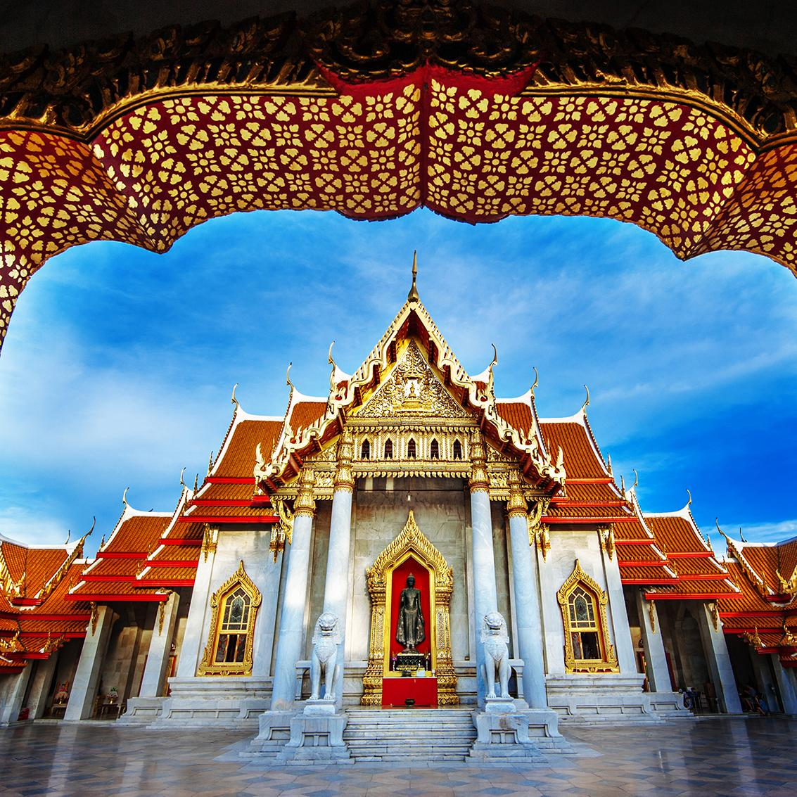 Tour pristine temples with Thailand vacation packages