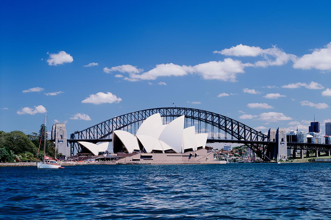 Visit top destinations like the Sydney Opera House with Trafalgar tours