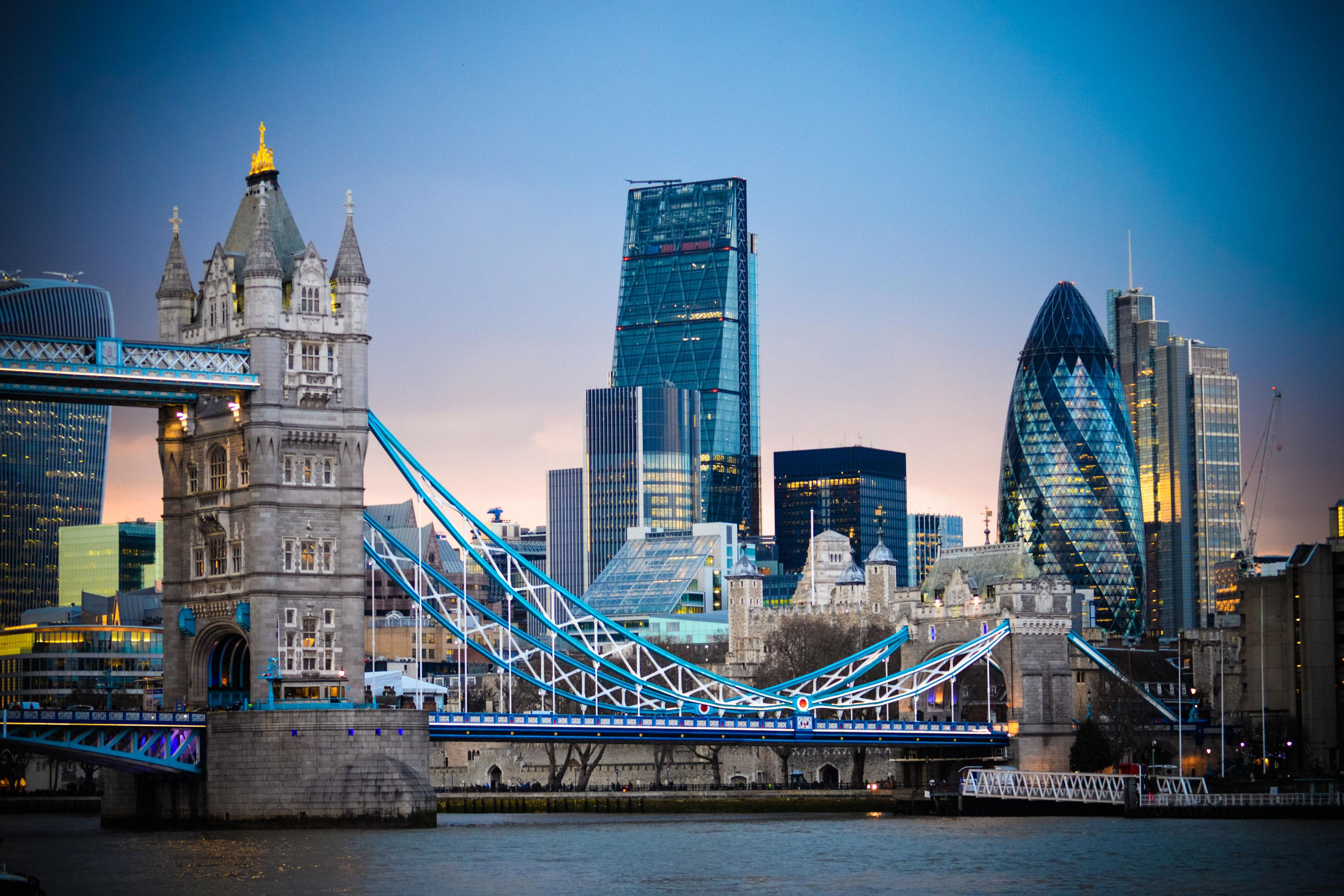 Experience the London Bridge with United Kingdom vacation packages