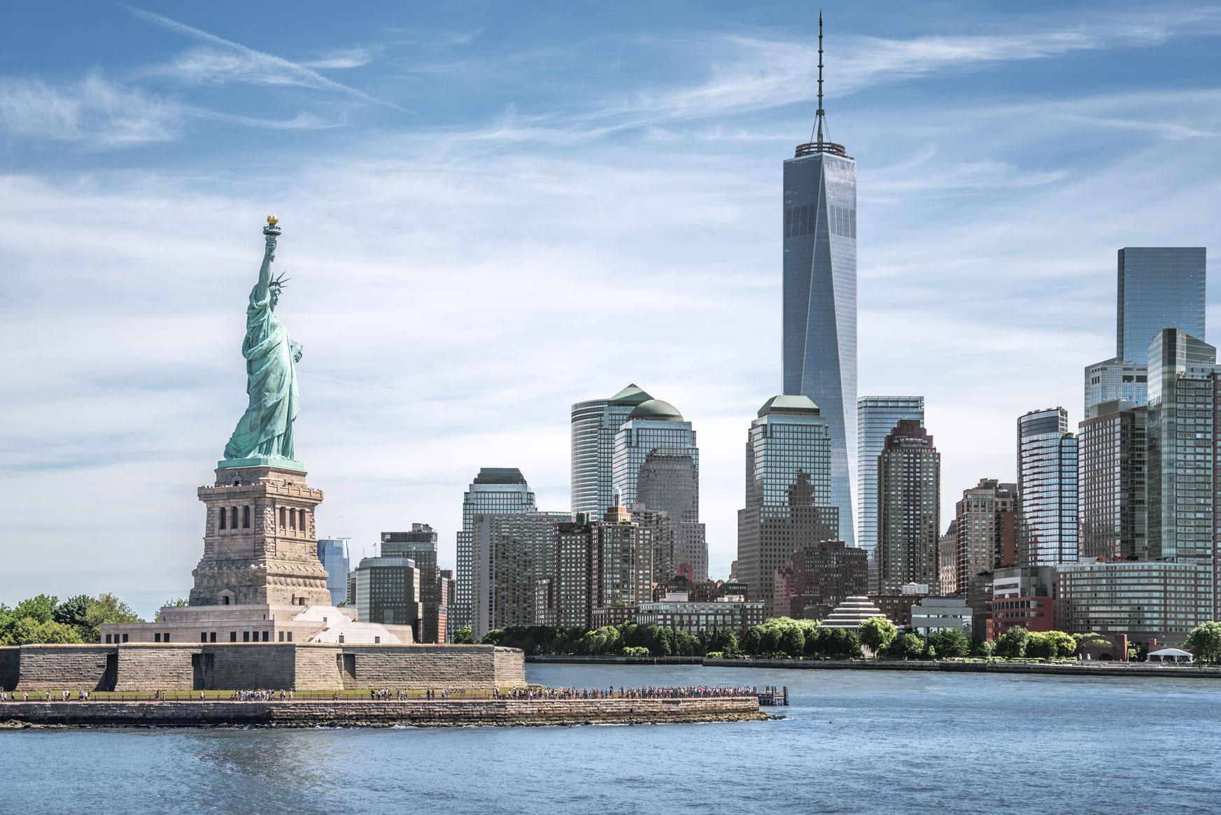 Experience the statue of liberty with United States vacation packages