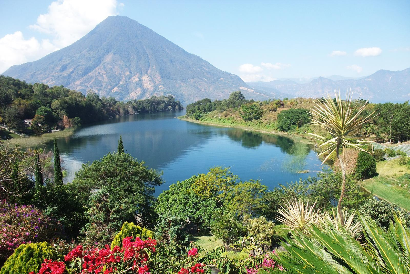Views of mountains and lakes with Central American vacation packages