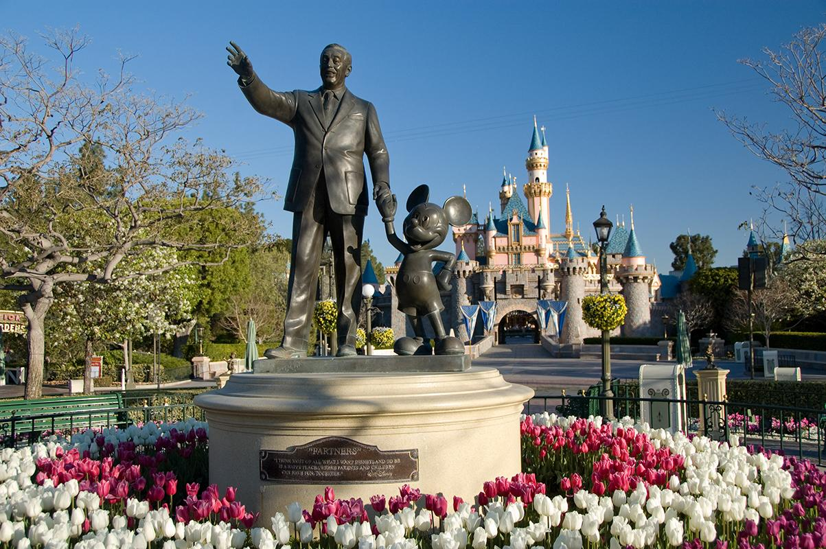Experience the magic of Disneyland®'s parks
