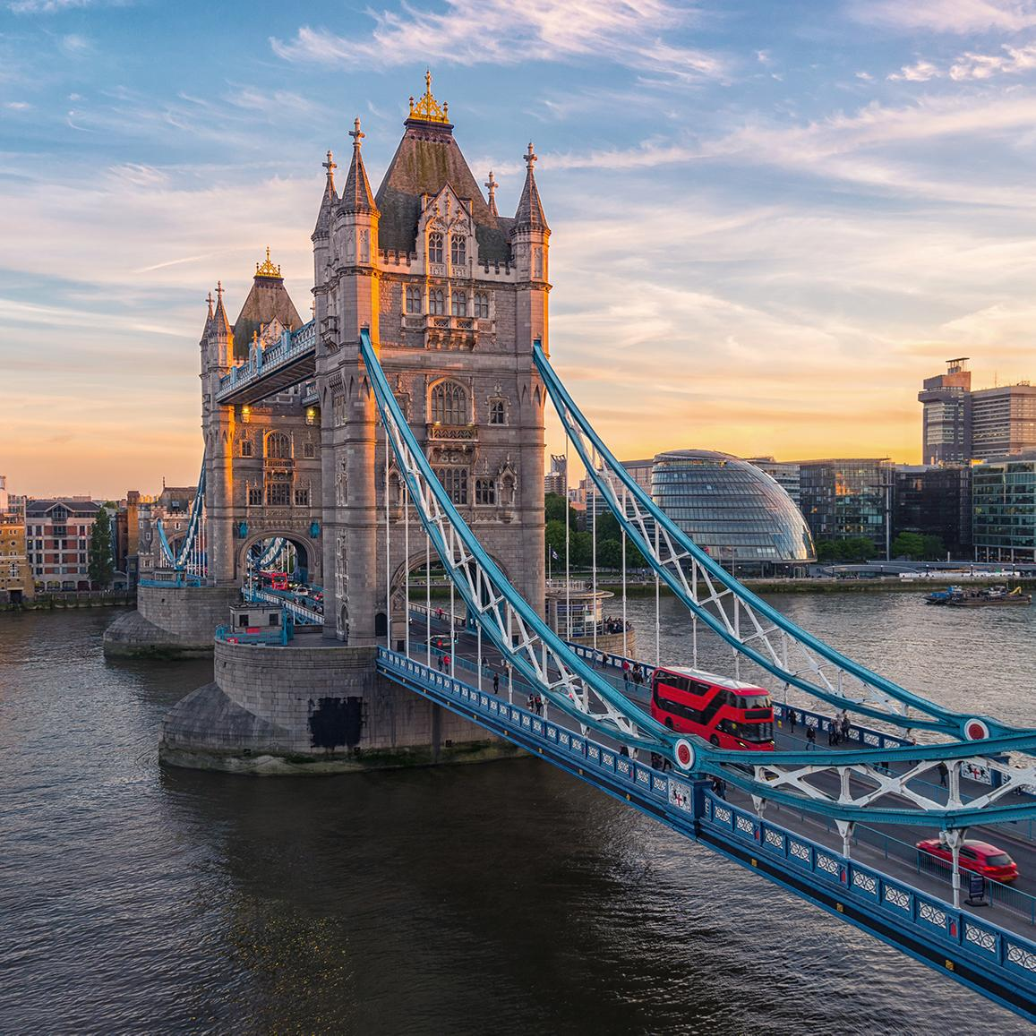 View of the London bridge on an England vacation package