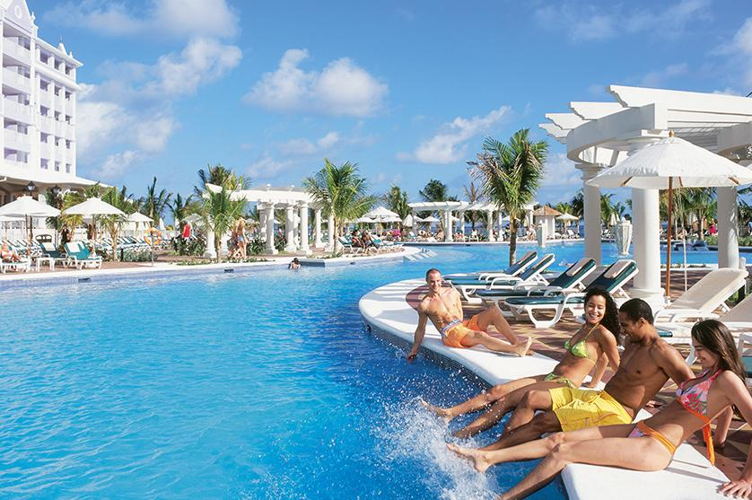 Poolside group fun and unforgettable experiences await at RIU Hotels & Resorts