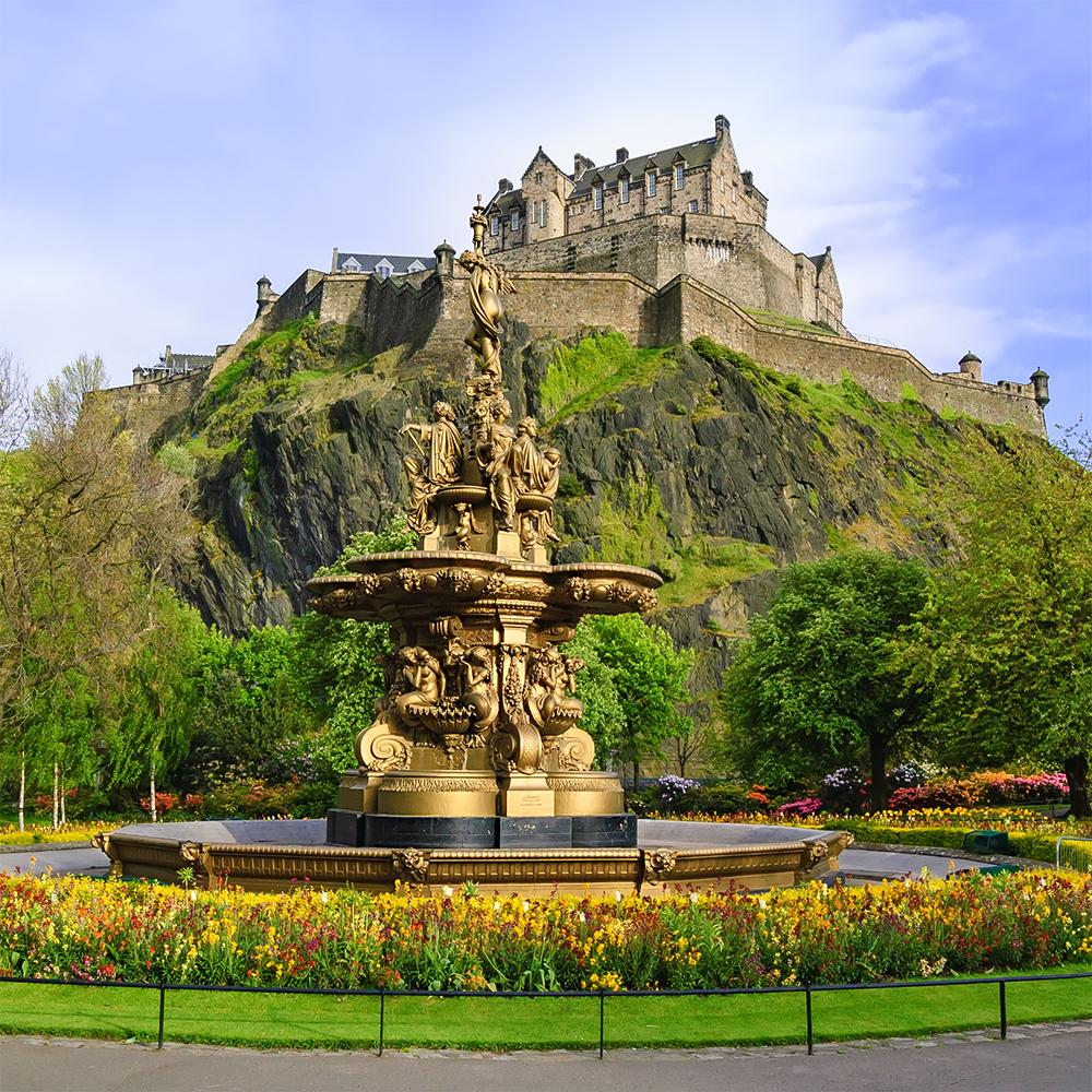View of Ross Fountain and the Edinburgh castle with a Scotland vacation package