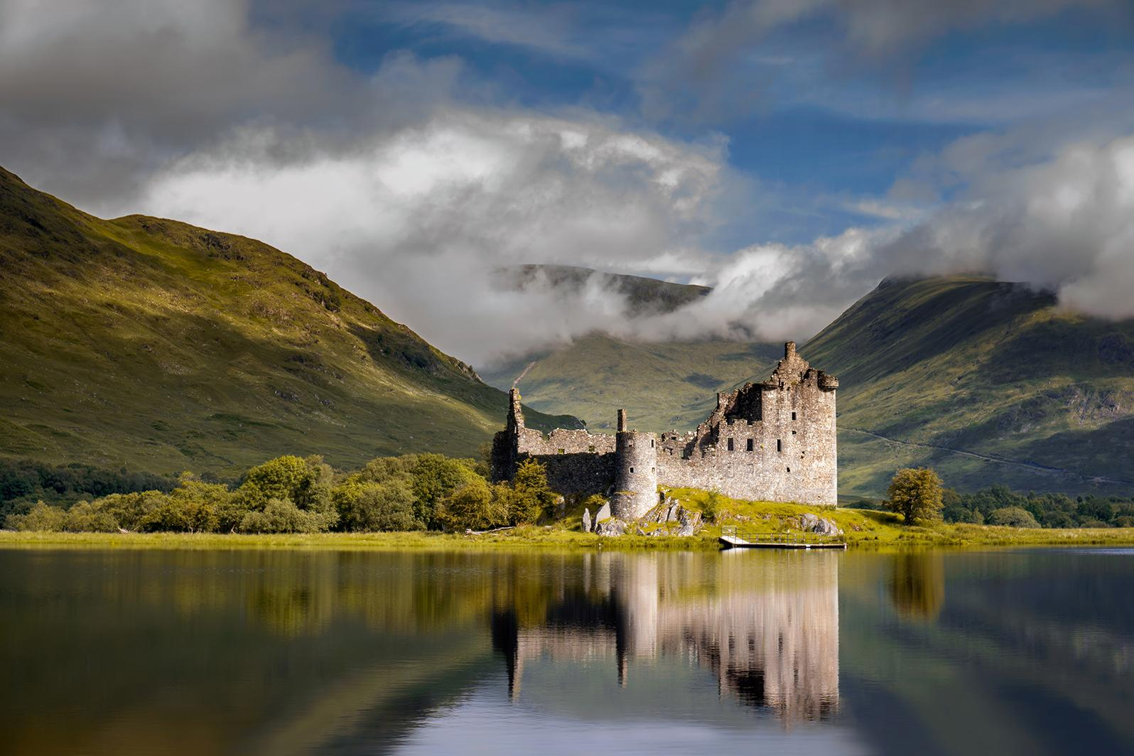Scottish castle view with Scotland vacation packages